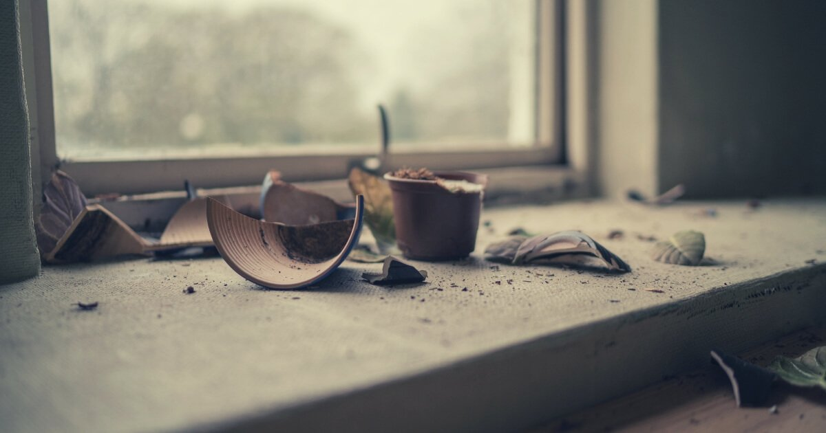 broken vase by a window - problem recognition
